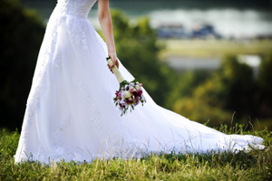 BRIDE WITH BOUQUET © nzphotonz | iStockPhoto.com